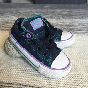 Other - Converse canvas low top sneakers